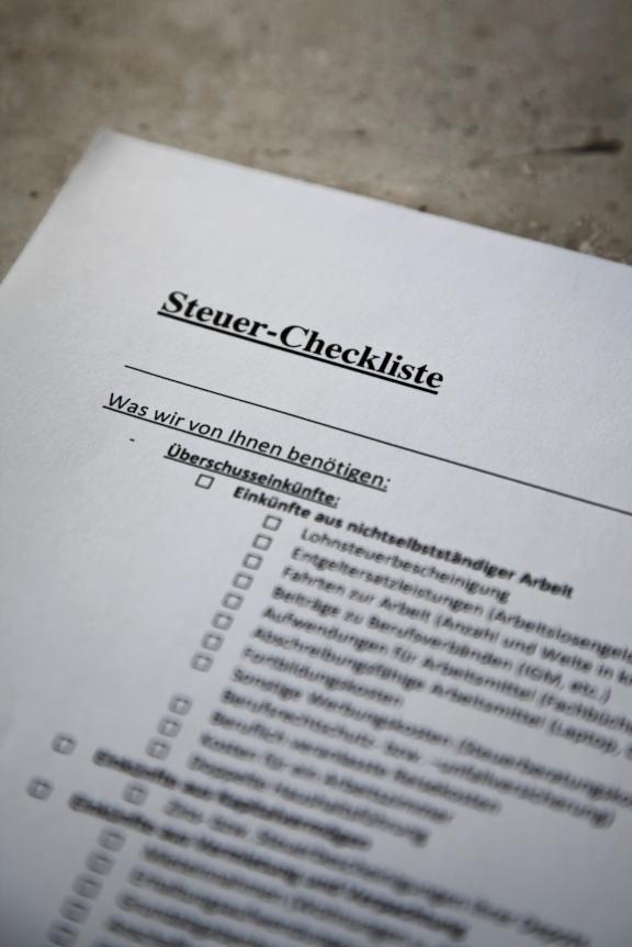 Steuer Checkliste hochkant zu Leistungen